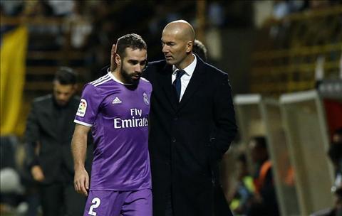 Real Madrid tra gia cho chien thang bang chan thuong cua tru cot hinh anh