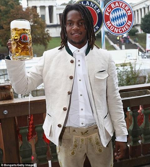 Dan sao Bayern Munich dua bo xinh du le hoi bia Oktoberfest hinh anh