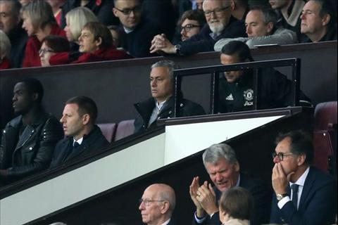 Mourinho gap han voi 2 an phat cuc nang chi trong 1 thang hinh anh