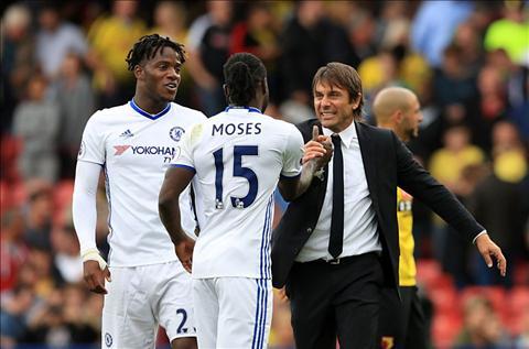 Chelsea thang hoa cung Moses Wingback xin la day chu dau hinh anh