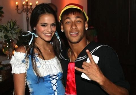 Vua tai hop, ban gai Neymar bi lo clip nong tren mang hinh anh