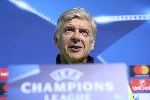 HLV Wenger da biet so Barcelona va Bayern Munich hinh anh