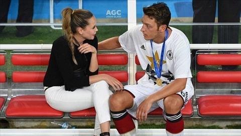 Mesut Ozil sam biet thu moi lam hai long fan Arsenal hinh anh 2