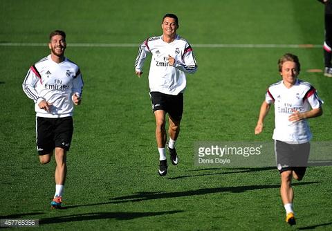 Real Madrid don su tro lai cua Modric va Sergio Ramos truoc tran derby voi Atletico.
