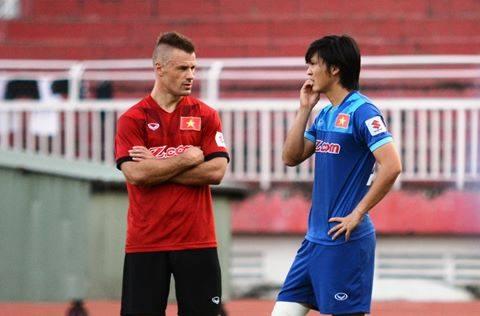 NONG Lo cho Tuan Anh, Yokohama FC sot sang doi nguoi tu DT Viet Nam hinh anh