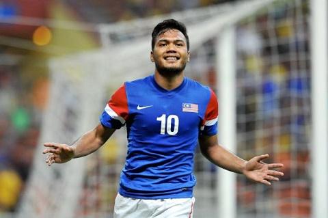 Cuoc dua vua pha luoi AFF Cup 2016 Cong Vinh chap tat hinh anh 3