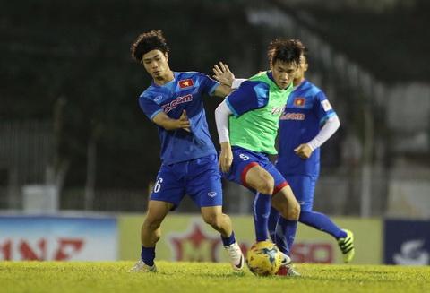 Tai sao tien dao Cong Phuong chi xung van canh o AFF Cup 2016 hinh anh 2