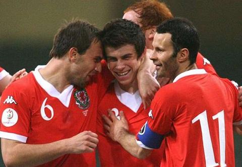 Tien ve Gareth Bale Giggs la dong doi lon nhat cua toi hinh anh
