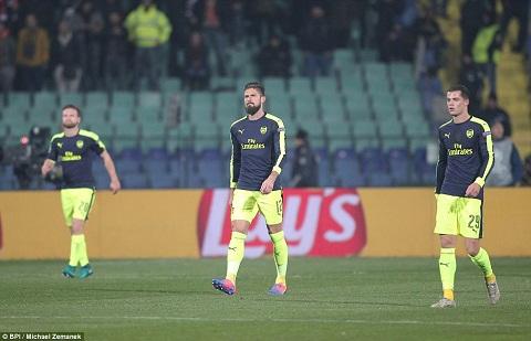 Du am Ludogorets 2-3 Arsenal Giroud keo lui Sanchez hinh anh 2