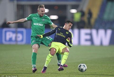 Du am Ludogorets 2-3 Arsenal Giroud keo lui Alexis hinh anh 3