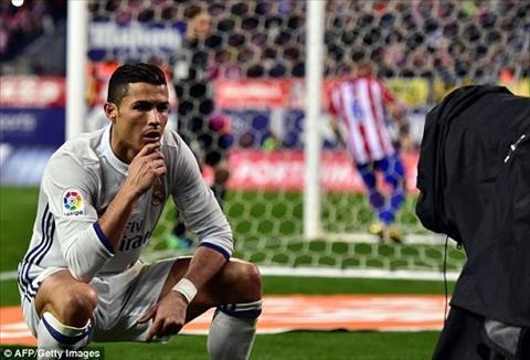 Anh che sieu hai tu dang ngoi kho do cua Ronaldo hinh anh 2