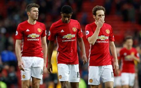 Sau vong 12 Premier League Chelsea len dinh, MU qua den hinh anh