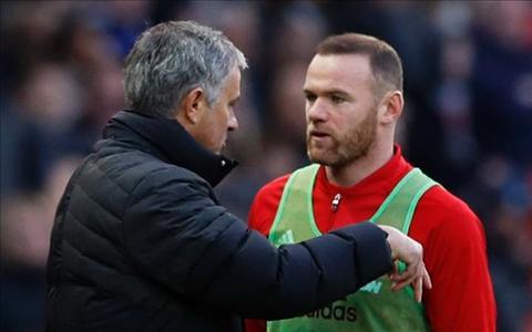 Mourinho tiet lo li do bo roi Rooney tren ghe du bi hinh anh