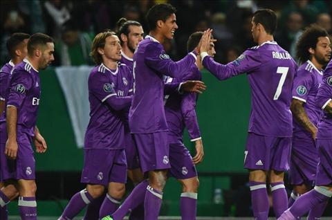 Real an mung ban thang truoc Sporting Ronaldo Varane