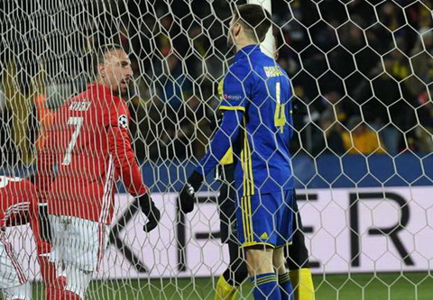Rostov 3-2 Bayern Munich Hum xam chet cong trong gia ret nuoc Nga hinh anh