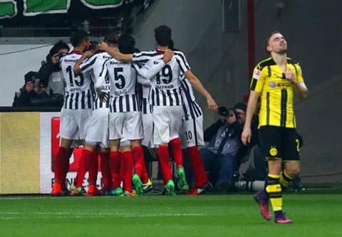 Tong hop Frankfurt 2-1 Dortmund (Vong 12 Bundesliga 201617) hinh anh