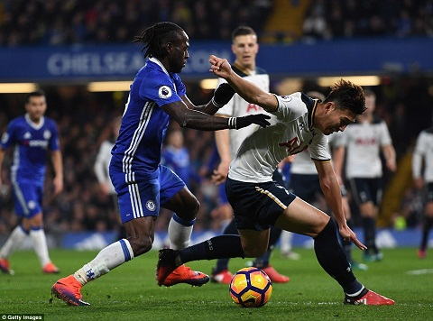 Chelsea 2-1 Tottenham Harry Redknapp benh vuc Spurs hinh anh