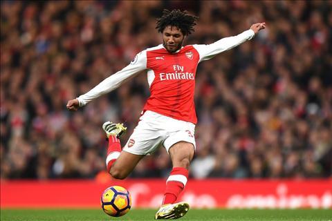 Tien ve Mohamed Elneny muon thanh huyen thoai Arsenal hinh anh