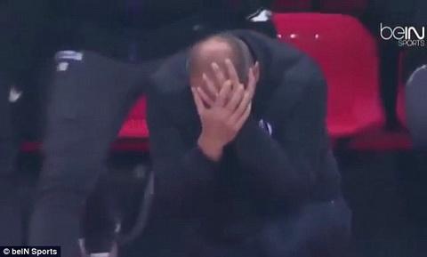HLV bong da tai Ligue 1 an va tho thien ngay tren san hinh anh