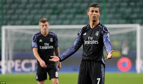 Legia 3-3 Real Madrid Zidane lan dau tien nhan 3 ban thua hinh anh 2