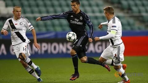 Cris Ronaldo san bang ky luc kien tao cua Ryan Giggs tai Champions League.