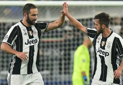 Juventus 1-1 Lyon Hoa dang tiec, Lao ba chua the qua vong bang hinh anh