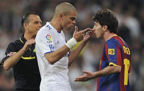 Diem lai nhung lan Messi noi nong va choi xau tren san co hinh anh