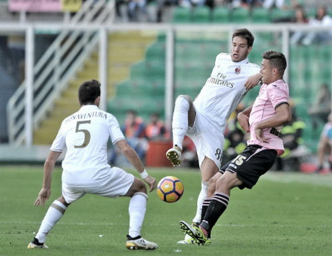 Tong hop Palermo 1-2 AC Milan (Vong 11 Serie A 201617) hinh anh