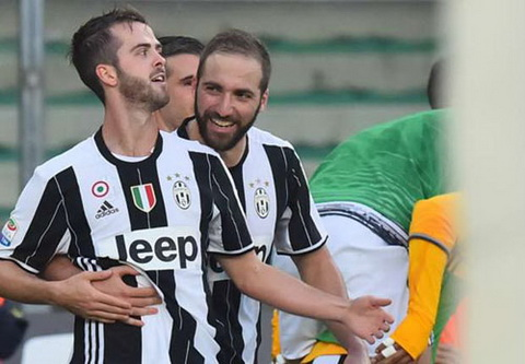 Tong hop Chievo 1-2 Juventus (Vong 12 Serie A 201617) hinh anh