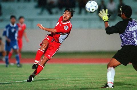Tran Viet Nam vs Indonesia nam 2000 vao top 3 khoanh khac AFF Cup hinh anh