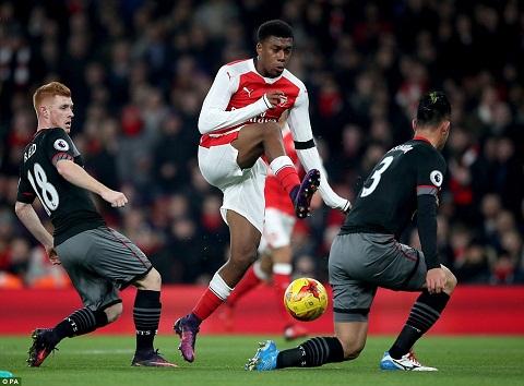 Du am Arsenal 0-2 Southampton That bai toan dien cua Phao thu hinh anh 2