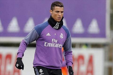 Cris Ronaldo doi dien voi an tu 6 nam vi tron thue hinh anh