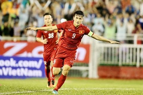 Goc nhin Ngoai binh V-League va chuyen thay the Cong Vinh hinh anh