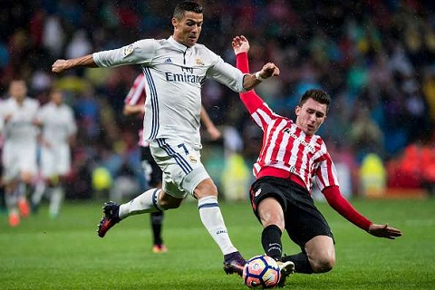 Real muon co trung ve Aymeric Laporte hinh anh 2
