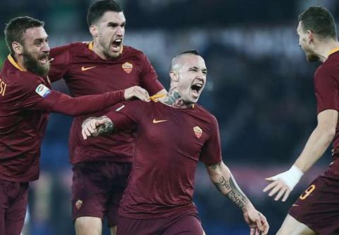 AS Roma 1-0 AC Milan Ap sat Juventus hinh anh