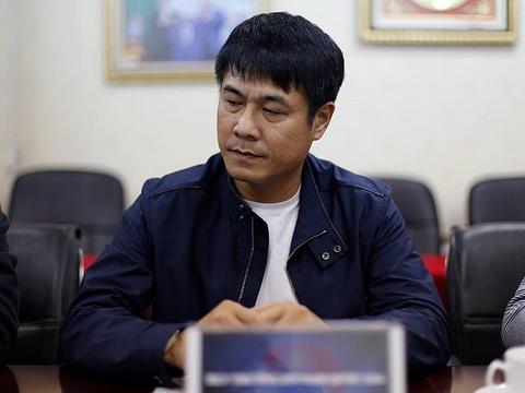 HLV Huu Thang khong tu chuc Noi thi hay lam… hinh anh