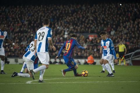Messi toa sang o derby xu Catalan