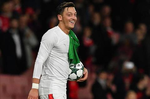 Mesut Ozil len tieng ve kha nang tro lai Real Madrid hinh anh