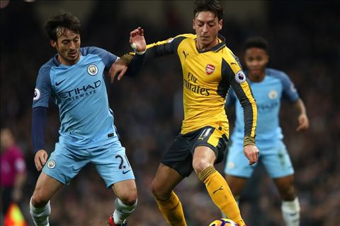 Man City 2-1 Arsenal Ozil tranh bong voi Silva