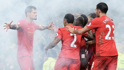 Liverpool vs Stoke City HLV Mark Hughes de doa Liverpool hinh anh