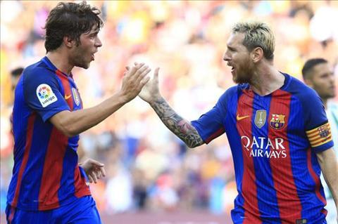 Man Utd hit khoi Real va Barca ve khoan tra luong hinh anh