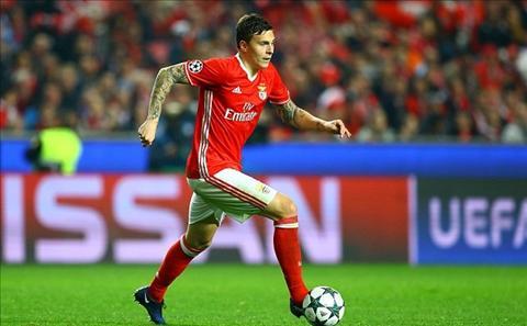 Man Utd tung hoa mu vu Lindelof khien Benfica lo so hinh anh
