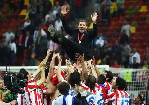Diego Simeone tiet lo thoi diem roi Atletico Madrid.
