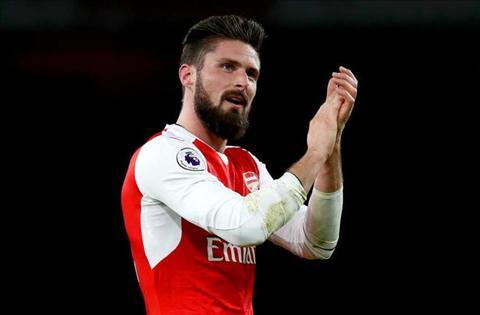 Giroud nhac kheo Arsenal som gia han hop dong hinh anh