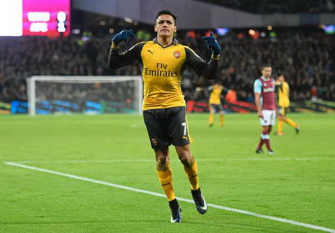 Lap hattrick trong 14 phut, Alexis Sanchez di vao lich su Arsenal.