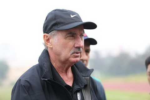 HLV Alfred Riedl khen Cong Vinh truoc tran ban ket luot ve AFF Cup 2016 hinh anh