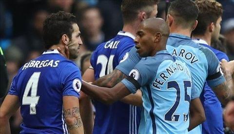 Khong chi Man City, Chelsea cung dinh an phat sau man au da hinh anh