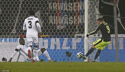 Du am Basel 1-4 Arsenal Cai duyen cua Lucas Perez hinh anh 3