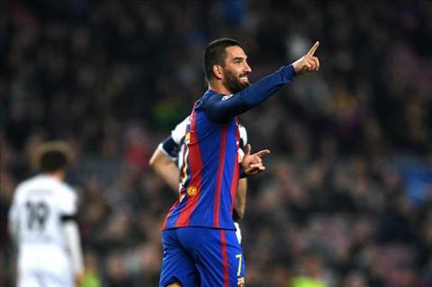 Barcelona nhan tin vui trong khi Real Madrid thiet quan