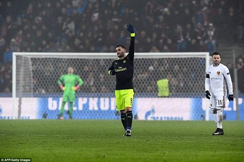 Du am Basel 1-4 Arsenal Cai duyen cua Lucas Perez hinh anh 2